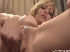 Milf likes making her pussy squirt videos