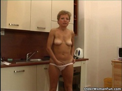 Mom rather masturbates than do housekeeping videos