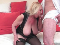 Big tits mature in lingerie likes to fuck videos