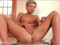 Blonde with sexy short hair masturbates cunt videos