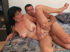 Mature mom craves her daily cumshot videos