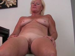 Belgium milf finger fucks her pussy after an exhausting day videos
