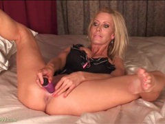Blonde pornstar mom pamela rivett fucks a toy movies at find-best-tits.com
