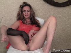Milf honey tirrza fingering her snatch videos