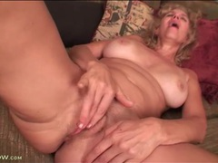 Pink mature pussy masturbated in extreme close up videos