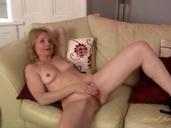 Shaved mature cunt looks hot in solo video videos