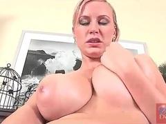 Sexy nude blonde masturbates her wet pussy videos