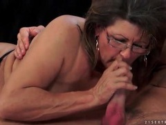 Making out with mature lady that blows him videos