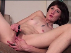 Skinny mom meredith buzzes her hairy cunt videos