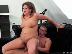 Curvy mature in sexy glasses fucked hardcore movies at kilopills.com