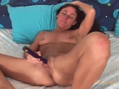 Curly hair milf girl vibrates her clitoris videos