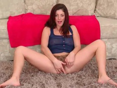 Solo brunette mom with curves models pussy videos