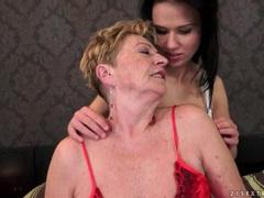 Teen seduces granny lesbian in lusty porn videos