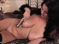 Curvy brunette milf masturbates with a dildo videos