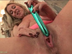 Dripping wet mature pussy fucked by a dildo videos