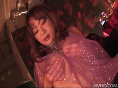 Japanese babe in sexy outfit masturbates pussy videos