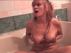 Naked mature models her cunt in bathtub videos