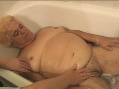 Nurse bathes granny and rubs her cunt videos
