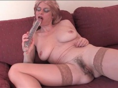 Old lady in sexy blonde wig masturbates videos