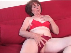 Solo mature masturbates in her high heels movies at kilopics.net