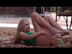 Teen flashing her tanned ass in outdoor photo shoot movies at sgirls.net