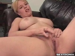 Curvy blonde cutie masturbates her hot box movies at sgirls.net