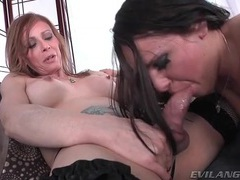 Shemale milf fucks that pretty face movies at freekilosex.com