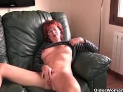Redheaded mature mom plays with her nipples and pussy videos