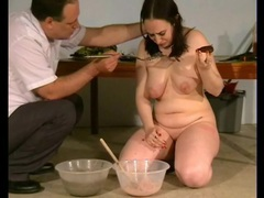 He makes a mess of her curvy body with food videos