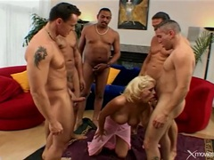 Bimbo looking blonde blows and bones guys in group tubes