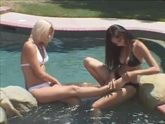 Bikini girls kissing and rubbing feet poolside movies at kilosex.com
