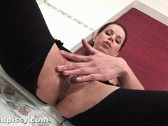 Beauty rips open her pantyhose to masturbate videos