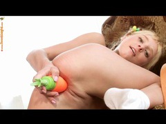 Carrot dildo fills pussy of cute teenager videos