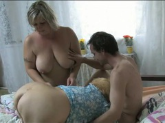 Chubby women suck his dick in lusty threesome tubes