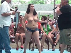 Ladies naked in public for the crowd tubes