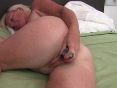 Curvy freckled mom fucks her favorite toy videos