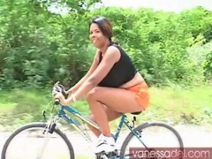Huge boobs black girl goes for a bike ride videos