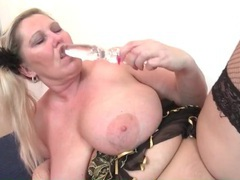 Fat chick in fishnets masturbates her pussy solo movies at kilopills.com