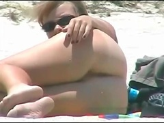Sexy tits and ass on amateur beach babe videos