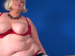 Blonde bbw mom in a sexy striptease videos