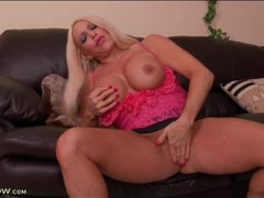 Thick body milf bimbo fingers in short skirt movies at adipics.com