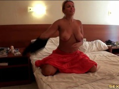 Curvy blonde amateur masturbates in a hotel room videos