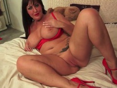 Chubby milf brunette in sexy red lipstick videos