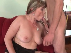 Skinny young guy blown by hot mom videos
