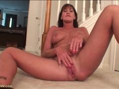 Solo mature with sexy tits masturbates tubes
