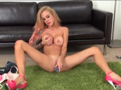 Fit body and fake tits on toy fucking chick movies at kilotop.com