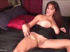 Mature in a corset vibrates her throbbing clit clip