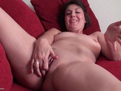 Milf with tight shaved pussy masturbates gently videos