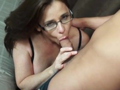 Pretty mom kissing and blowing her young lover tubes
