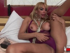 Tranny pornstar walkiria drumond fingers ass videos